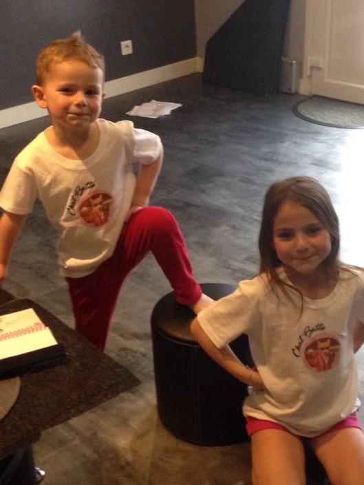 Ils sont pas mignons avec leurs t-shirts Chat Batte ?